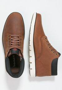 Timberland - BRADSTREET  - Chaussures à lacets - cognac - 3
