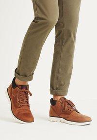 Timberland - BRADSTREET  - Chaussures à lacets - cognac - 0
