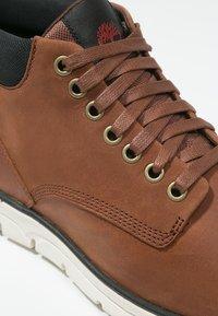 Timberland - BRADSTREET  - Chaussures à lacets - cognac - 9