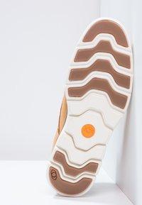 Timberland - BRADSTREET  - Zapatos con cordones - wheat - 4