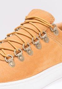 Timberland - ADV 2.0 CUPSOLE ALPINE OX - Sneakers - wheat - 5