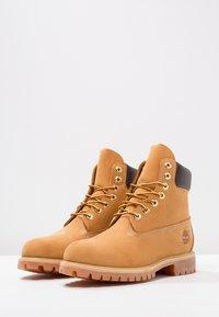 Timberland - 6 INCH PREMIUM - Winter boots - wheat - 4