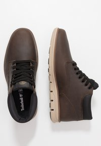 Timberland - BRADSTREET CHUKKA - Sneakers basse - olive - 1