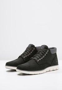Timberland - BRADSTREET CHUKKA - Sneakers basse - black - 3