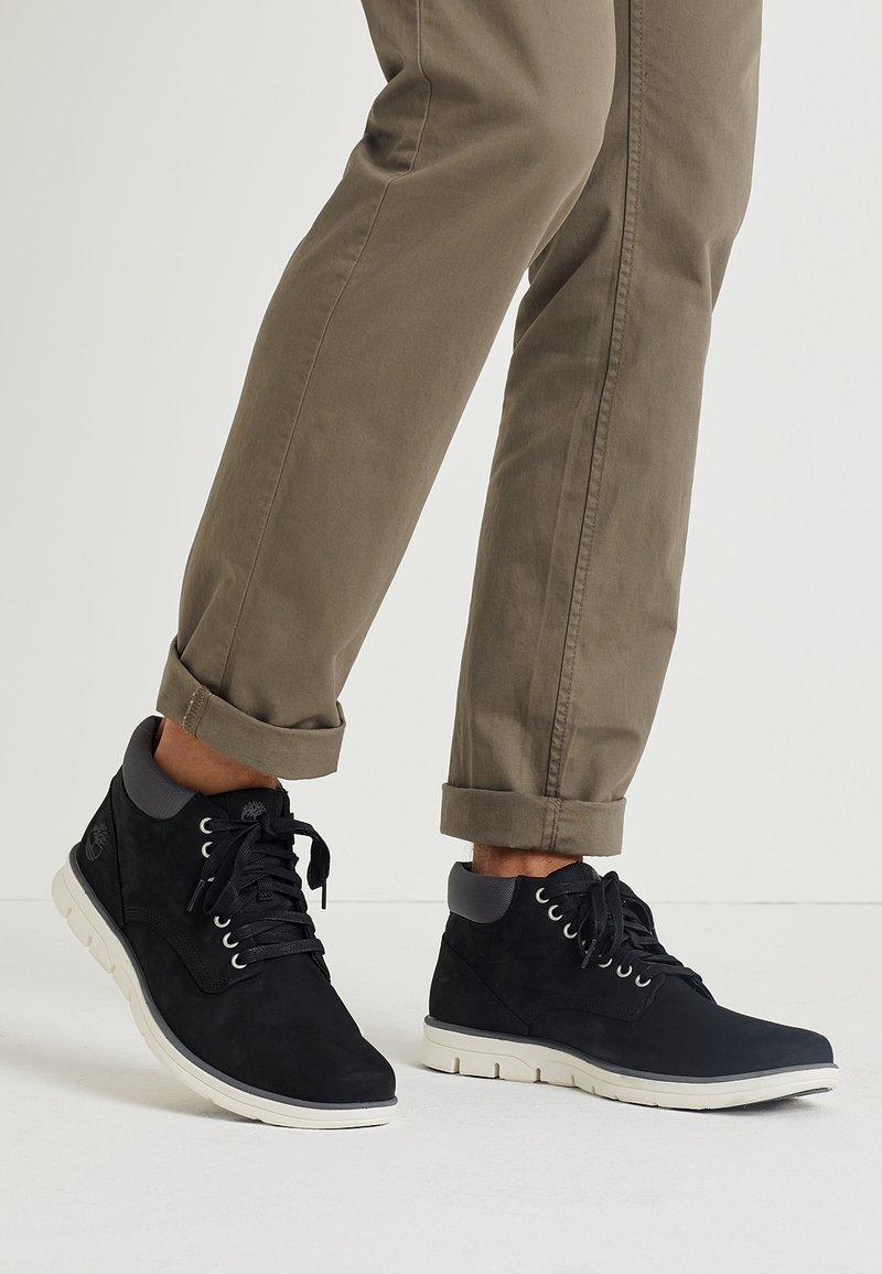 Timberland - BRADSTREET CHUKKA - Sneakers basse - black