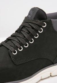 Timberland - BRADSTREET CHUKKA - Sneakers basse - black - 8