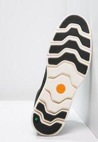 Timberland - BRADSTREET CHUKKA - Sneakers basse - black - 5