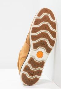 Timberland - KILLINGTON HALF CAB - Sznurowane obuwie sportowe - trapper tan - 4