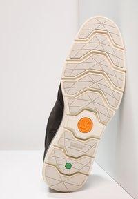 Timberland - KILLINGTON HALF CAB - Zapatos con cordones - black - 4