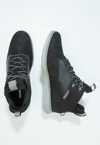 Timberland - KILLINGTON HIKER CHUKKA - Zapatos con cordones - black - 1