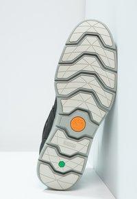 Timberland - KILLINGTON HIKER CHUKKA - Zapatos con cordones - black - 4