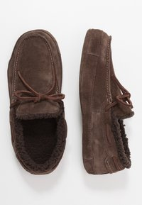 Timberland - TORREZ SLIPPER MOCCASIN - Domácí obuv - dark brown - 1