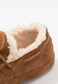 Timberland - TORREZ SLIPPER MOCCASIN - Slippers - rust - 5