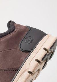 Timberland - BRADSTREET MOLDED - Baskets montantes - dark brown - 5