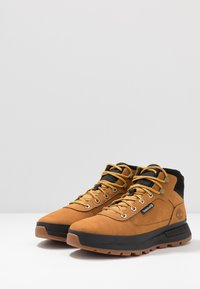 Timberland - FIELD TREKKER MID - Lace-up ankle boots - wheat/black - 2