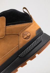 Timberland - FIELD TREKKER MID - Lace-up ankle boots - wheat/black - 5