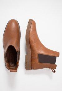 Timberland - FOLK GENTLEMAN CHELSEA - Stivaletti - medium brown - 1
