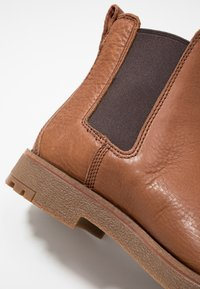 Timberland - FOLK GENTLEMAN CHELSEA - Stivaletti - medium brown - 5