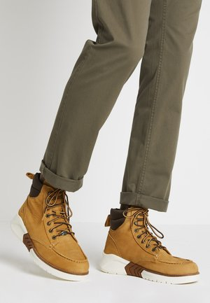 TOE BOOT - Botines con cordones - wheat