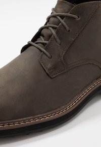 Timberland - SQUALL CANYON WP CHUKKA - Lace-up ankle boots - olive - 5