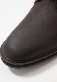 Timberland - WINDBUCKS CHUKKA WP - Lace-up ankle boots - dark brown - 5