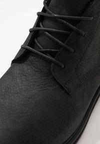 Timberland - WINDBUCKS CHUKKA WP - Lace-up ankle boots - black - 5