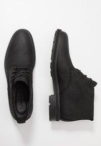 Timberland - WINDBUCKS CHUKKA WP - Lace-up ankle boots - black - 1
