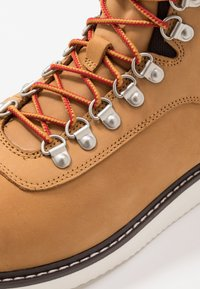 Timberland - NEWMARKET BOOT - Lace-up ankle boots - wheat - 5