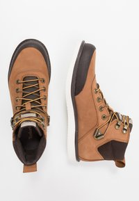 Timberland - NEWMARKET CHUKKA BOOT - Lace-up ankle boots - rust - 1