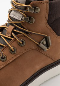 Timberland - NEWMARKET CHUKKA BOOT - Lace-up ankle boots - rust - 5