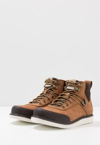 Timberland - NEWMARKET CHUKKA BOOT - Lace-up ankle boots - rust - 2