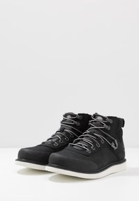 Timberland - NEWMARKET CHUKKA BOOT - Lace-up ankle boots - black - 2
