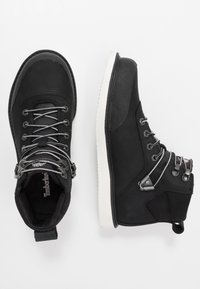 Timberland - NEWMARKET CHUKKA BOOT - Lace-up ankle boots - black - 1