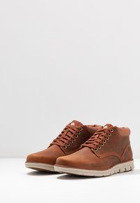 Timberland - BRADSTREET - Lace-up ankle boots - rust - 2