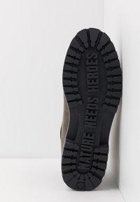Timberland - PREMIUM - Šněrovací kotníkové boty - dark green - 4