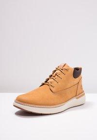 Timberland - CROSS MARK PT CHUKKA - Sneakersy niskie - wheat - 2