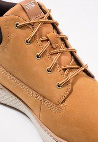 Timberland - CROSS MARK PT CHUKKA - Sneakersy niskie - wheat - 5