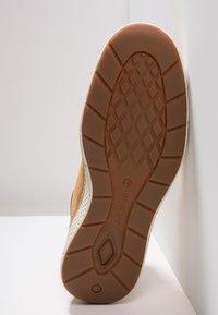 Timberland - CROSS MARK PT CHUKKA - Sneakersy niskie - wheat - 4