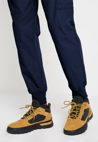 Timberland - FIELD TREKKER - Sneakers laag - whea/black - 0