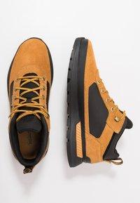 Timberland - FIELD TREKKER - Sneakers laag - whea/black - 3