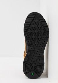 Timberland - FIELD TREKKER - Zapatillas - whea/black - 6