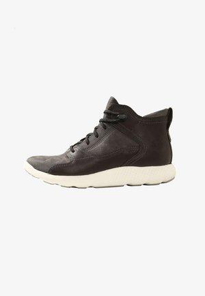 FLYROAM HIKER - Sneakers high - grey