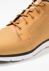 Timberland - KILLINGTON SUPER OX - Zapatillas altas - wheat - 5