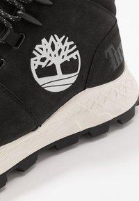 Timberland - BROOKLYN CITY MID - Zapatillas altas - black - 5