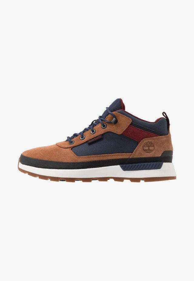 FIELD TREKKER - Sneakersy wysokie - medium brown