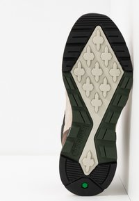 Timberland - FIELD TREKKER - Höga sneakers - dark brown/light taupe - 4
