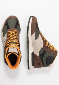Timberland - FIELD TREKKER - Höga sneakers - dark brown/light taupe - 1