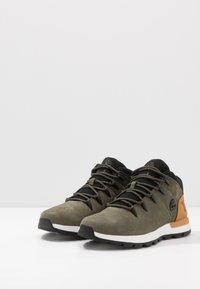 Timberland - SPRINT TREKKER - Zapatillas altas - dark green/wheat - 2