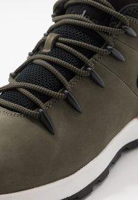 Timberland - SPRINT TREKKER - Zapatillas altas - dark green/wheat - 5