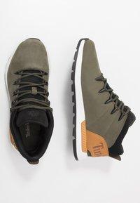 Timberland - SPRINT TREKKER - Zapatillas altas - dark green/wheat - 1